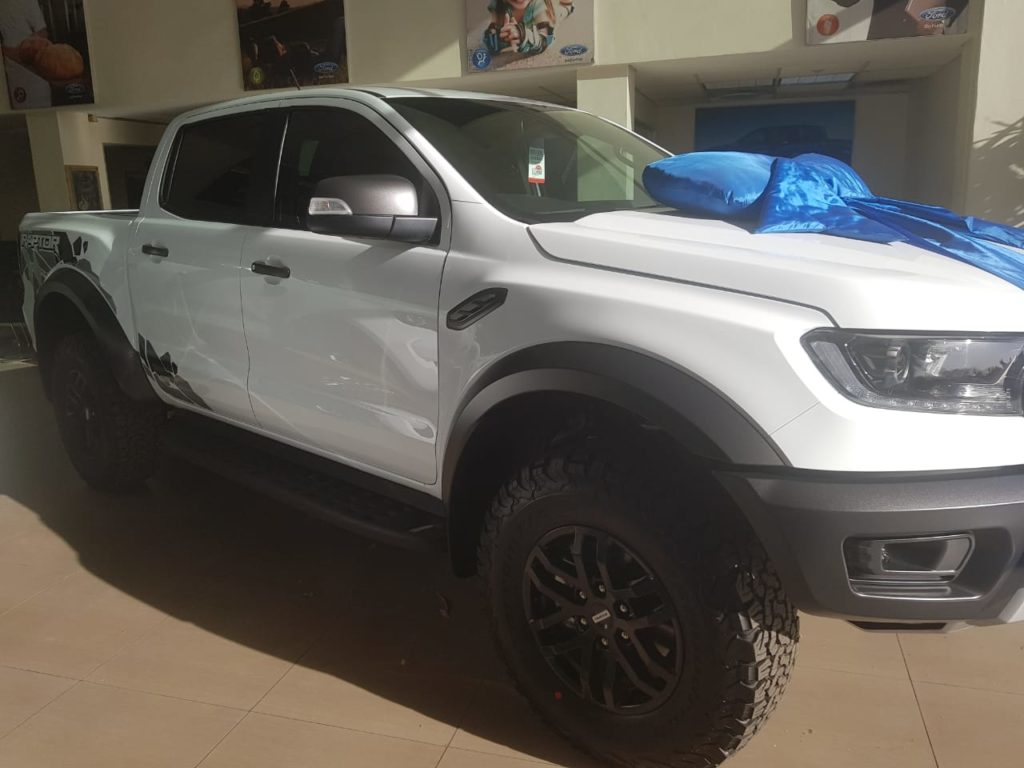 Ford Raptor - Side view