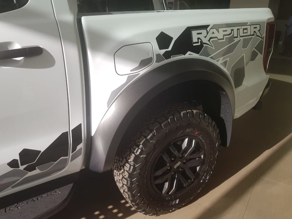 Ford Raptor - back tire