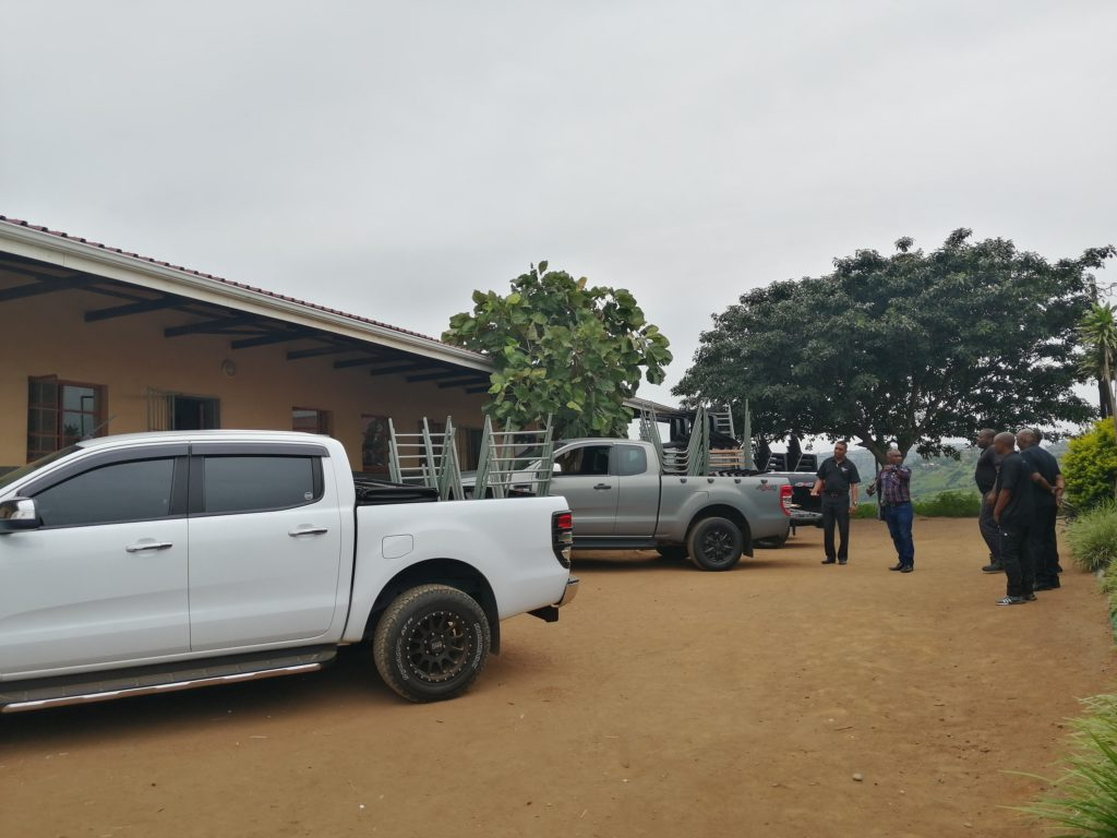 CMH Kempster Ford Umhlanga - Emakheni-Primary- Arriving-at-the-school
