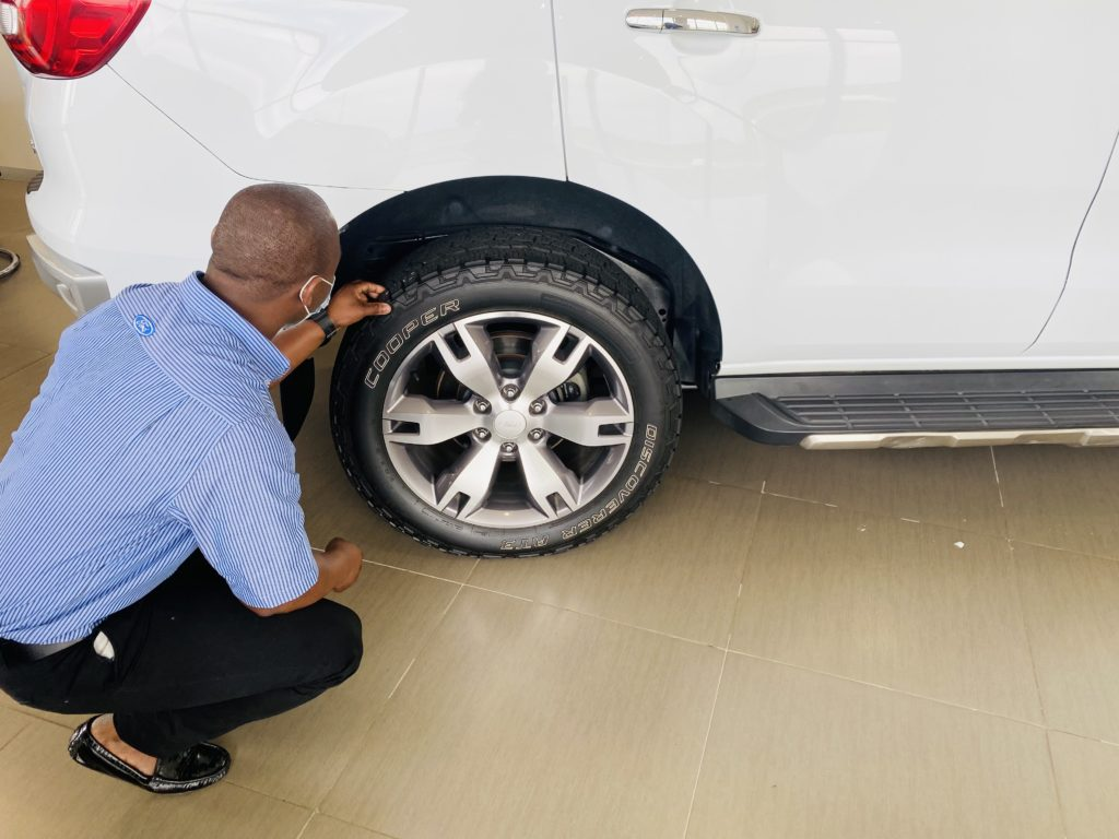 Checking tyre for trade in